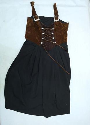 Роскошное фирменное платье со шнуровкой