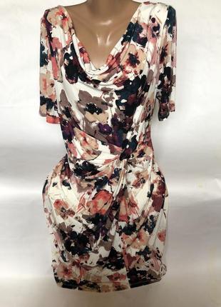 Красивое платье в цветах