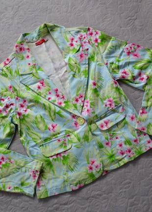 Яркий цветочный пиджак от saix