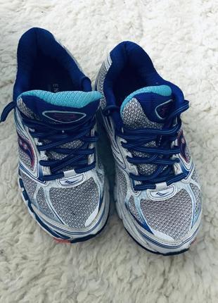 Кроссовки для занятия спортом