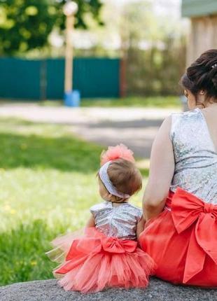 Потрясающие наряды фемили лук на годик. шикарные платья мама дочь