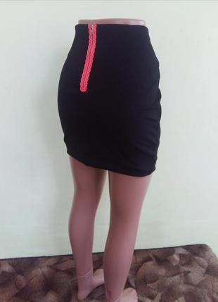 Юбка черная с молнией сзади l  текстурная