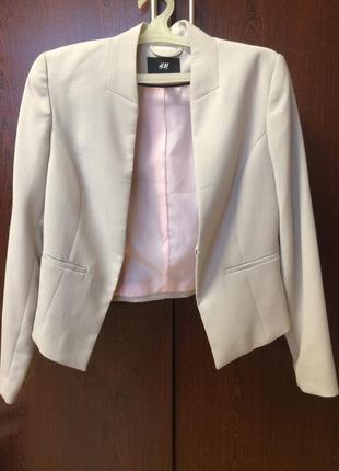 Светленький стильный пиджак h&m