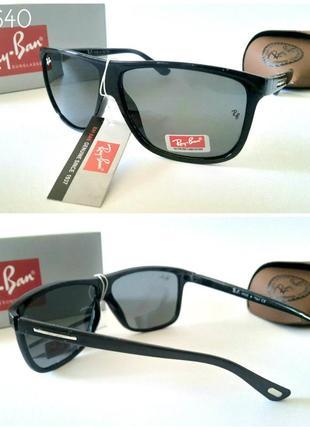 Стильные солнцезащитные очки черные