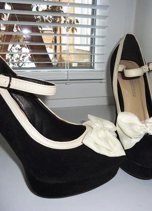 Красивые туфли на высоком каблуке. размер 39, стелька 25 см.