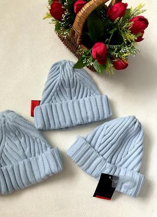 Нежные голубые шапули /шапки/ один размер и цвет
