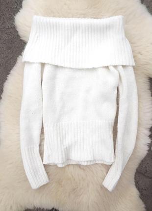 Белый свитер крупная вязка с открытыми плечами в стиле зара