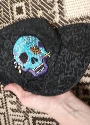 Бомбезная кепка снепбэк с черепом от h&m, p. 51