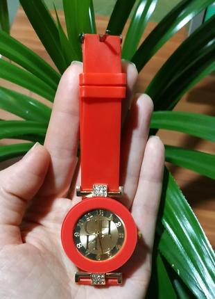 Часы женские кварцевые силикон красные3 фото