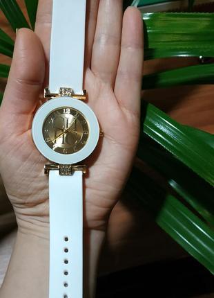 Часы женские кварцевые белые силикон2 фото