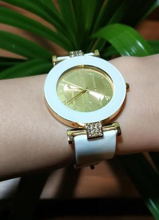Часы женские кварцевые белые силикон3 фото