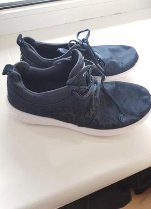 Легесенькі кросівки sprandi