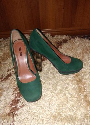 Туфлі з екозамші