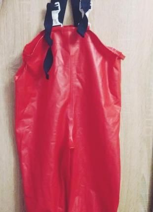 Детский прорезиненый комбинезон-дощевик красный.