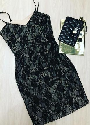 Платье-футляр rinascimento