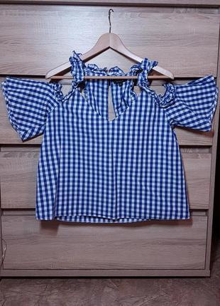 Блузка в клетку от topshop 14 размер с открытымы плечиками и рюшами