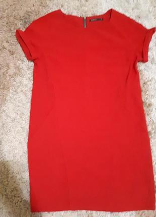 Червоне плаття house