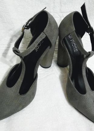 Элегантные туфли  на устойчивом каблуке