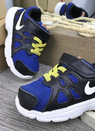 Легкие кроссовки на липучке