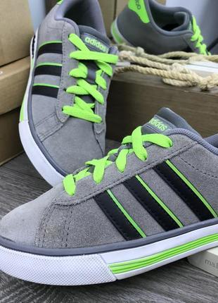 Свеженькие и стильные кроссовки  adidas