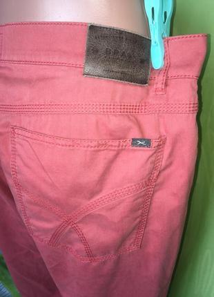 Кораловые брюки прямого кроя\пот 554