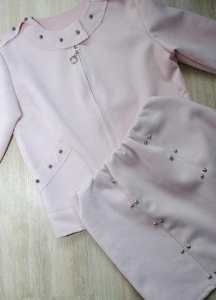 Шикарний м'ягкий пудрово-рожевий костюм: піджак та спідниця для модниць та стиляжок