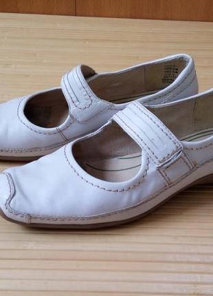 Кожанные белые туфли tomaris