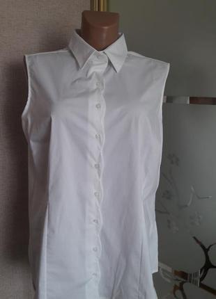 Шикарная  базовая стрейчевая рубашка без рукав с интересной фигурной планкой) пог 60