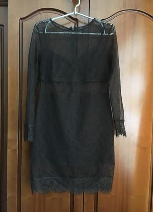 Вечернее чёрное короткое гипюровое платье  с длинным рукавом на подкладке