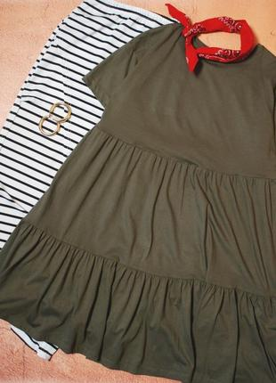 Крутейшее платье – футболка цвета хаки с рюшами