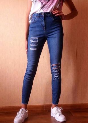 Мега стильные укороченные джинсы высокая посадка с рванками от next