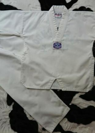 Спорт.костюм для taekwondo на 6-7лет