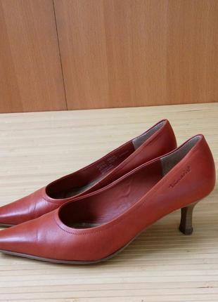 Кожаные туфли каблук рюмочка tamaris1