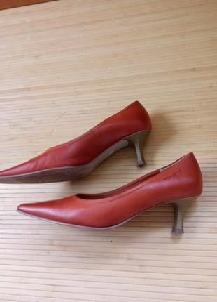 Кожаные туфли каблук рюмочка tamaris2