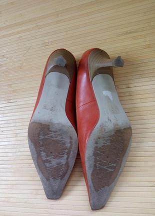 Кожаные туфли каблук рюмочка tamaris5