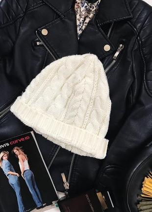 Стильная вязаная шапочка