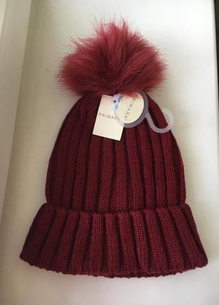 Новая вязаная шапочка с бубоном бордового цвета primark