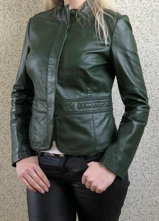 Шикарная изумрудная кожаная куртка итальянского бренда madeleine размер 38