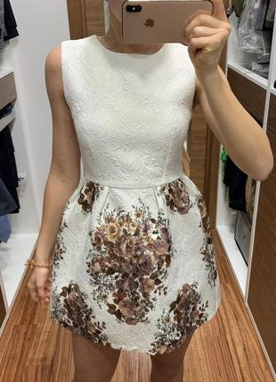 Эффектное короткое платье