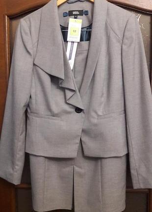 Элегантный серый костюм