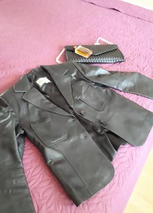 Стильный классический кожаный пиджак