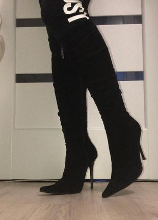 Черные высокие сапоги на шпильке замшевые