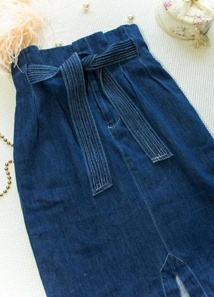 Джинсовая юбка миди с очень высокой талией