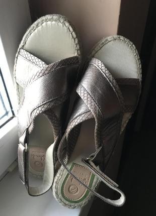 Золотые сандалии handmade испанской марки vidorreta