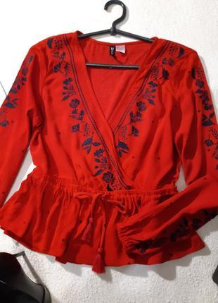 Красивая стильная блуза с вышивкой.размер s2 фото