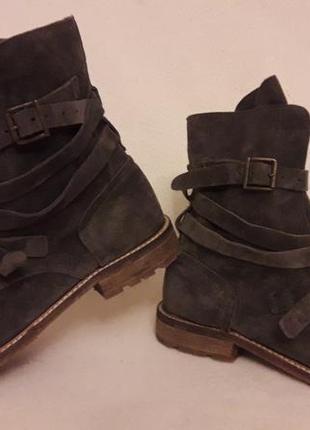 Стильные замшевые ботинки фирмы oxmox ( италия) р. 41 стелька 26,5см2