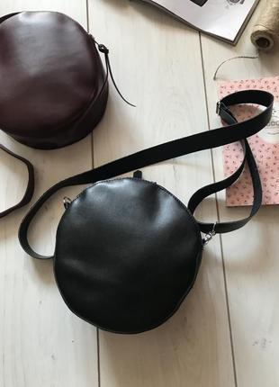 Черная круглая сумка