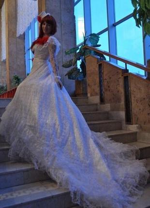 Белое бальное платье