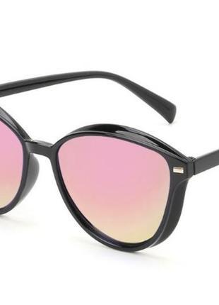 Женские солнцезащитные зеркальные очки черная оправа линзы цветные хамелеон