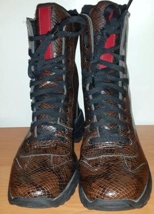 Шикарные деми  ботинки  39 размер